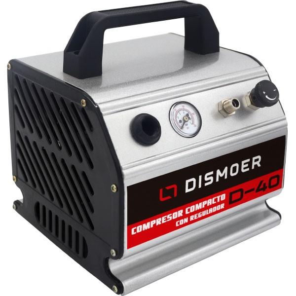 dismoer 26044 Compresor automático con Manómetro D-40 Compresor Compacto con Manómetro D-40 tipo pistón sin aceite. Contiene un pequeño tanque de aire en el interior. Características: -Motor: 220v/50Hz. -Potencia: 1/6 c.v. -Aspiración: 20lts/min. -Peso: 2,7Kgs. -Desconexión automática cuando la presión llega a los 3.1bar reencendido cuando baja de 2.1bar. -Nivel de ruido medio.