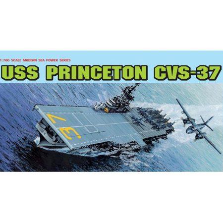 dragon 7079 USS Princeton CVS-37 1/700 Kit en plástico para montar y pintar. Incluye piezas en fotograbado. Permite la opción de exponerlo con el casco completo o por la linea de flotación.
