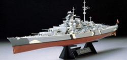 tamiya 78013 German Battleship Bismarck escala 1/350 Kit en plástico para montar y pintar. Maqueta de casco completo, incluye pedestal.
