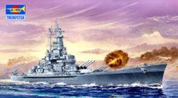 trumpeter 05761 USS Massachusetts BB-59 1/700 Kit en plástico para montar y pintar. Permite la opción de exponerlo con el casco completo o por la linea de flotación.