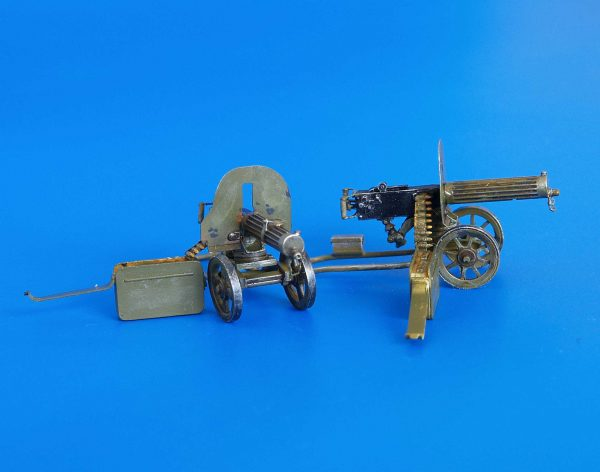 Machine Gun Maxim 1/35 El set incluye 2 ametralladoras Maxim. Kit en resina, incluye piezas en fotograbado. Requiere montaje y pintura.