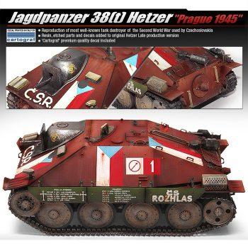 academy 13277 Jagdpanzer 38(t) Hetzer -Prague 1945- Kit en plástico para montar y pintar. Incluye cadenas por tramo y eslabón, fotograbado y dos figuras. Hoja de calcas con 3 decoraciones de Hetzer capturados por los insurgentes