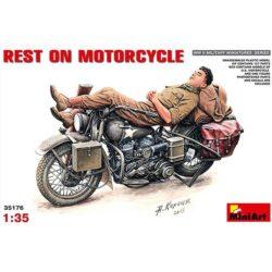 miniart 35176 Harley-Davidson Rest on Motorcycle