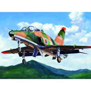 hobby boss 81734 BAE Systems Hawk t mk.67 BAE Systems Hawk T Mk.67 El BAE Systems Hawk T es un entrenador Jet avanzado monomotor británico. Voló por primera vez en 1974 y esta en uso en la Royal Air Force y en otras fuerzas aéreas tanto en el papel de entrenador como en el de avión de combate económico.