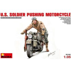 miniart 35182 US Soldier Pushing Motorcycle Kit en plástico pata montar y pintar. Incluye piezas en fotograbado. El kit se compone de una moto y un soldado USA.