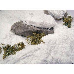 av26820 Nieve Snow Una de las texturas más apreciadas por los modelistas para sus escenas invernales, la nieve reproduce el efecto de brillo de dicho elemento así como una textura ideal para trabajarla aplicada sobre superficies o acumulaciones. Seca en 24 horas pudiendo añadir más capas para recrear efectos de volumen. Presentación en tarro de 200 ml.