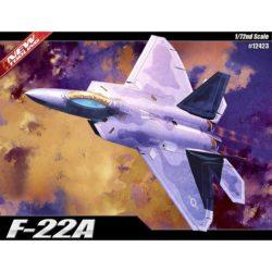 academy 12423 F-22A Air Dominance Fighter Kit en plástico para montar y pintar. Se puede montar con la bodega de armamento abierta o cerrada. Hoja de calcas por Cartograf con 4 decoraciones.