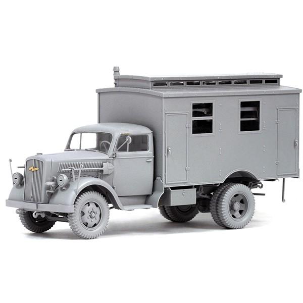 dragon 6790 German Ambulance Truck Opel Blitz Kit en plástico para montar y pintar. Incluye fotograbados.