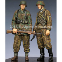 alpine miniatures 35246 WSS Grenadiers 44-45 Set Kit en resina para montar y pintar. El kit incluye 2 figuras y 4 cabezas. Representa a una pareja de granaderos de las Waffen SS en el periodo de 1944-1945. Escultor: Taesung Harmms Boxart: Toshihiro Sano