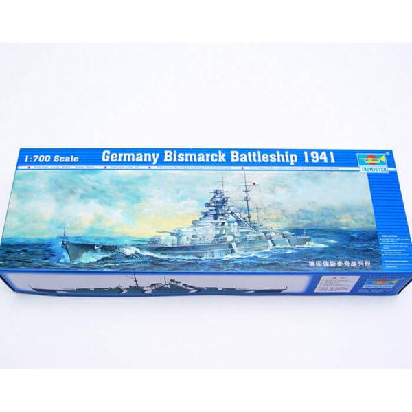trumpeter 05711 Germany Bismarck Battleship 1941 1/700 Representa la versión del acorazado Alemán Bismarck en mayo 1941. Kit en plástico parea montar y pintar. Se puede montar con el casco completo o por la linea de flotación -Water Line-