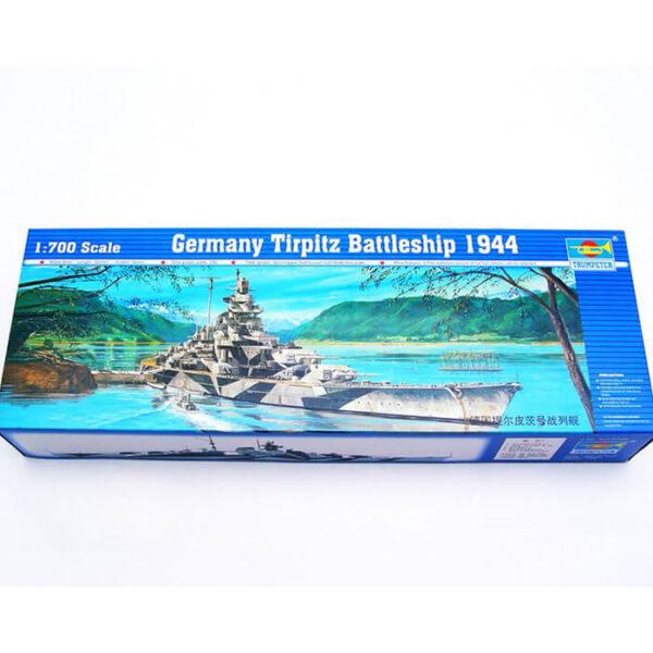 trumpeter 05712 Germany Tirpitz Battleship 1944 1/700 Representa la versión del acorazado Alemán Tirpitz en 1944. Kit en plástico parea montar y pintar.