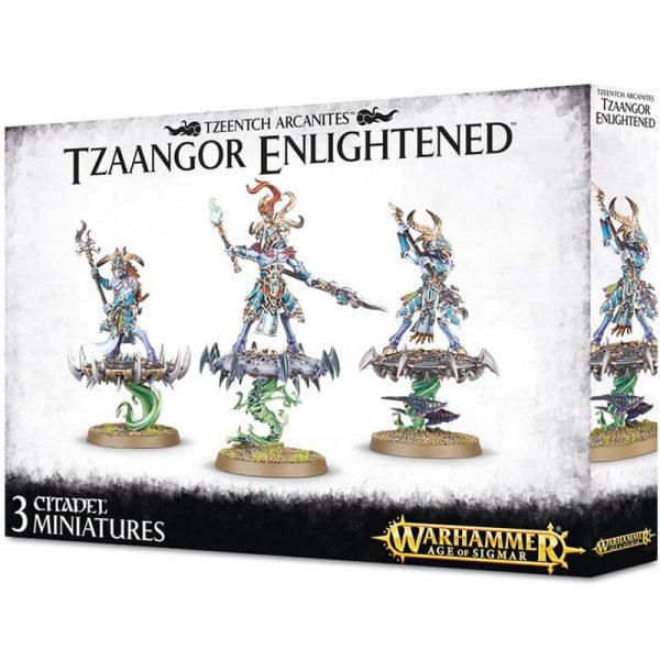 games workshop 83-74 Disciples of Tzeentch Tzaangor Enlightened Kit en plástico multicomponente para montar 3 Tzaangor Enlightened, armados con lanzas de Tzeentch, las miniaturas pueden ir a pie o montadas sobre discos de Tzeentch.