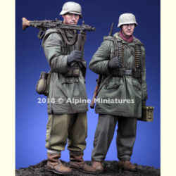 alpine miniatures 35258 WSS MG Team at Kharkov Set Kit en resina para montar y pintar. El kit incluye 2 figuras y 4 cabezas con casco o gorra.