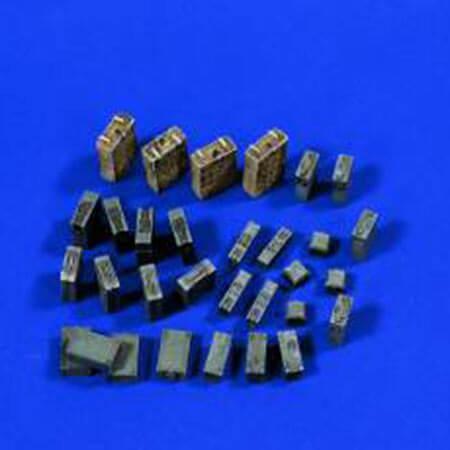 verlinden 0569 German Tool & Ammo Boxes 1/35 Conjunto de cajas de herramientas y municiones alemanas en resina para montar y pintar.