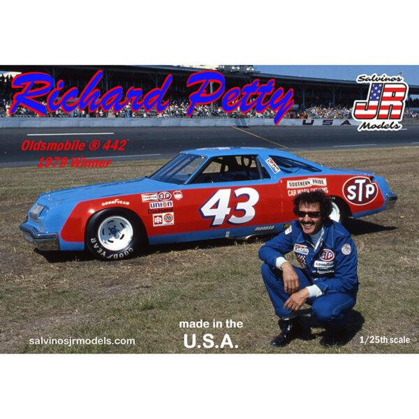 salvinos jr models RPO1979D Richard Petty 43 Oldsmovile 442 win '79 1/25 NASCAR 1979 Kit en plástico para montar y pintar. Incluye interior con jaula antivuelco, suspensión y motor V8 detallados.