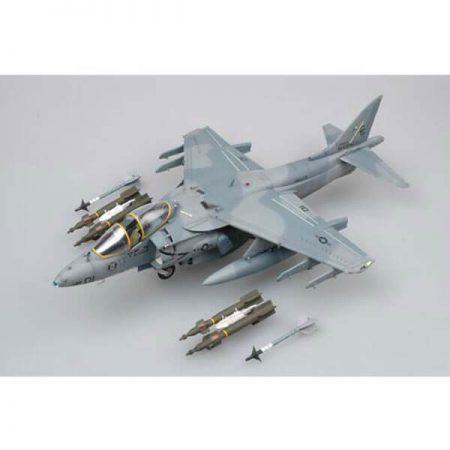 trumpeter 02229 AV-8B Harrier II 1/32 Kit en plástico para montar y pintar. Incluye piezas en fotograbados. Hoja de calcas con 2 decoraciones
