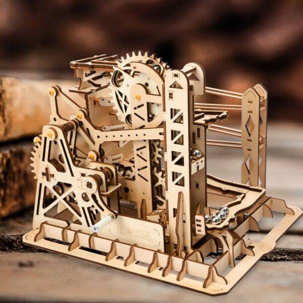 Ascensor Montaña Rusa para canicas Lift coaster El montaje de está magnifica montaña rusa con canicas te ayudará a entender y profundizar en los principios STEM y mejorar tu habilidad espacial.