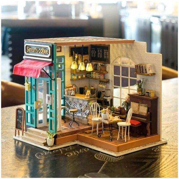 rolife DG109 Simon's coffee Las maquetas ROBOTIME son casas en miniatura que recrean con increíble detalle lugares de la vida diaria, a escala 1:24
