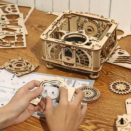 robotime rokr LKB01 Classical Gramophone Mechanical Gear ROKR Kit en madera para montar un Gramófono Clásico en madera de 424 piezas. Reproduce discos de vinilo de menos de 10 pulgadas, incluye 1 disco con 3 melodías.