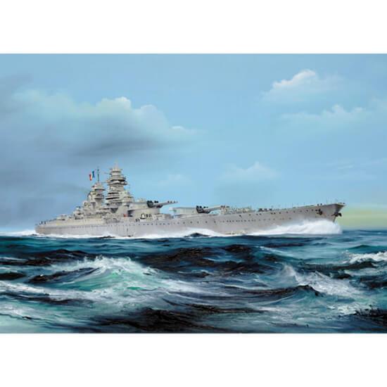 trumpeter 05751 French battleship Richelieu 1946 1/700 Kit en plástico para montar y pintar. Permite la opción de exponerlo con el casco completo o por la línea de flotación (Waterline).